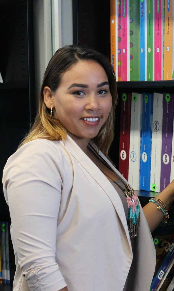 """""""Studying at the University of Curaçao has given me the opportunity to go to college close to home. The cultural diversity of the students, has given me an amazing international experience, while permitting me to be close to my loved ones."""""""